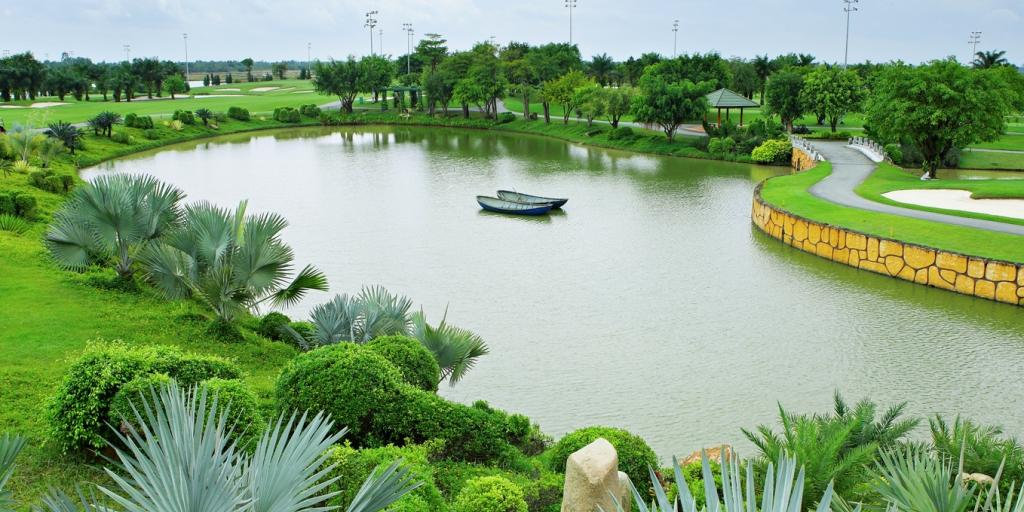 Hole 7 Long Thanh GC Lake Course