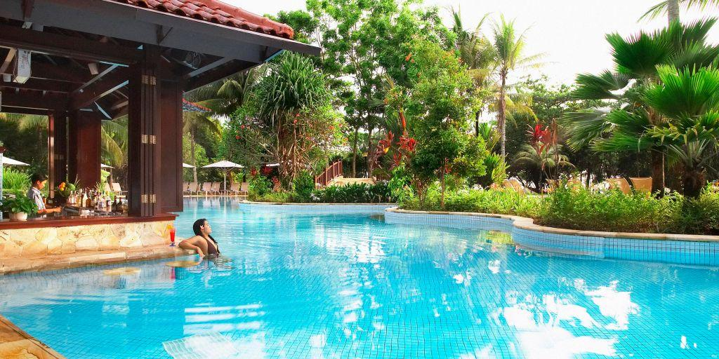 Pool Bar: Bintan Lagoon Resort
