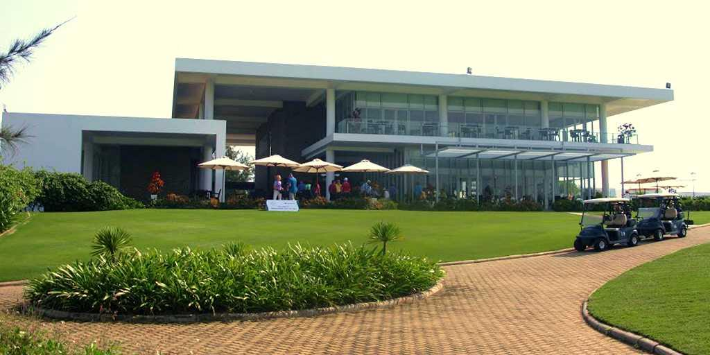 Closeup of the clubhouse, Montgomerie Links