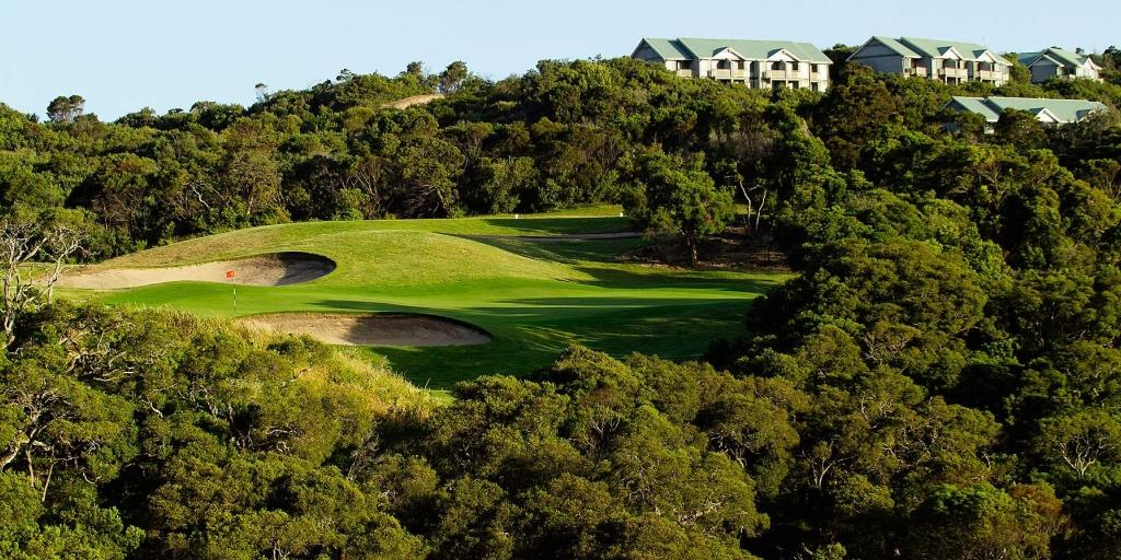 The course features huge greens, large open bunkers, moonah and tea tree lined fairways
