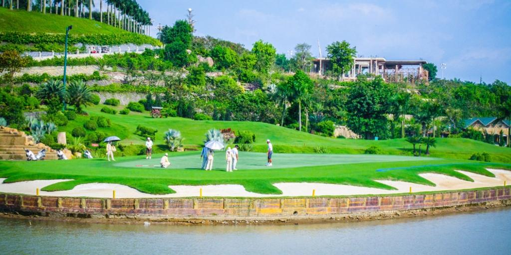 Hole 14 Long Thanh GC Lake Course