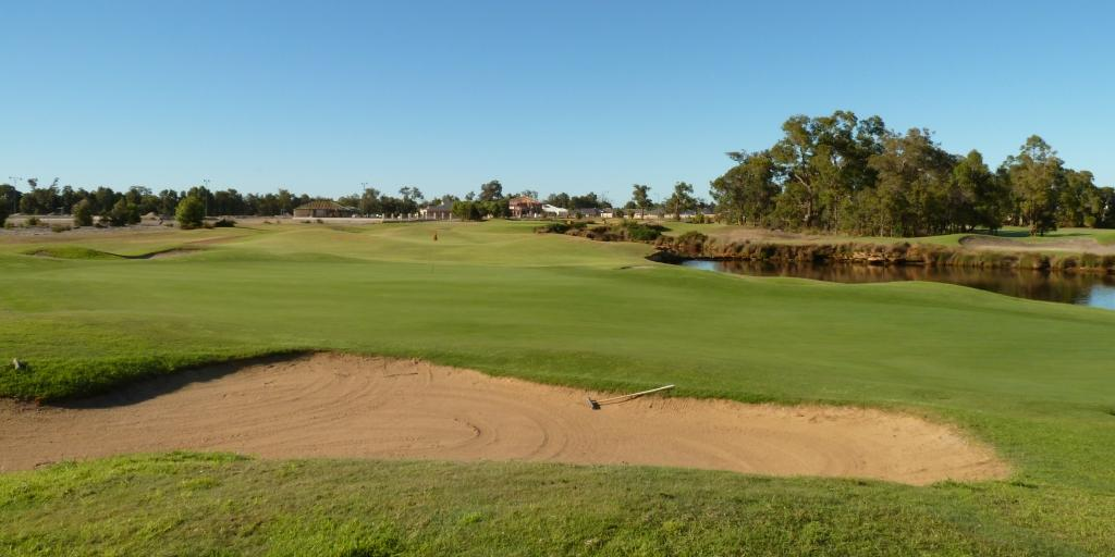 The 8th green at The Vines Resort Ellenbrook Course