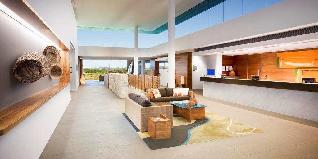 Reception Lobby: Pullman Magenta Shores