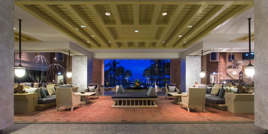 Lobby Sitting Area: Hilton Hua Hin Resort & Spa