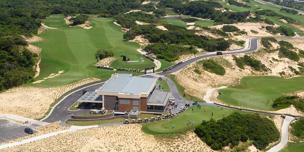 The 2,300-sq mt Clubhouse was conceived by Graham Taylor Designs