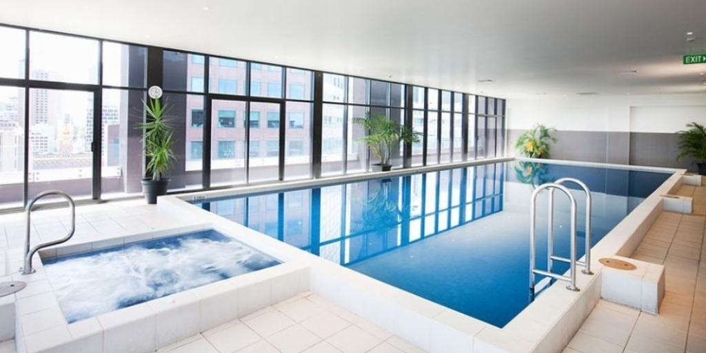 Indoor Swimming Pool: Mantra Apartments Southbank