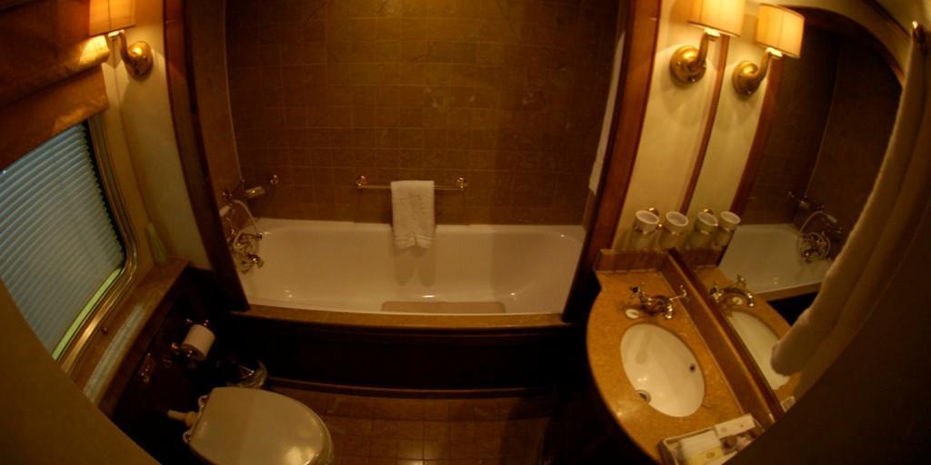 Blue Train: Luxury Bathroom