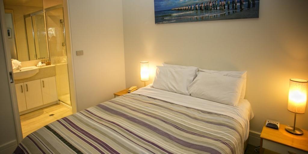Guestroom: Portsea Village Resort