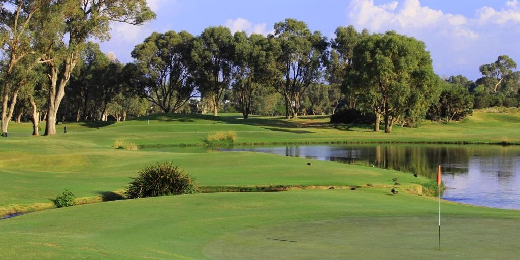 The Meadow Springs GC meanders through undulating open bushland