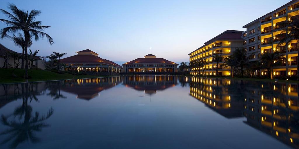 Night: Pullman Danang Beach Resort