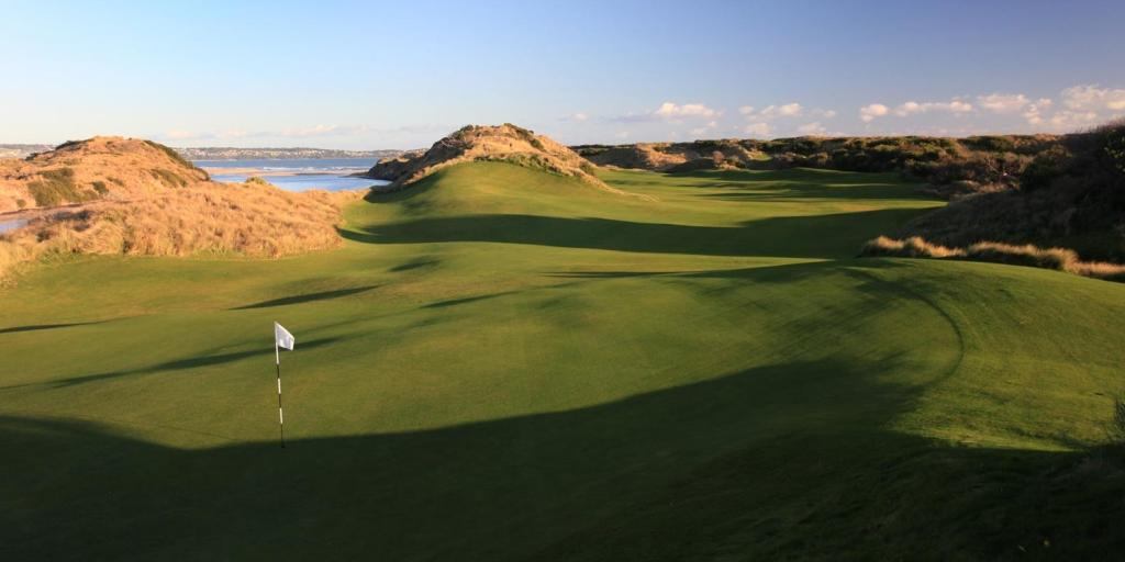 A memorable golf course following the twists, humps and folds of the land