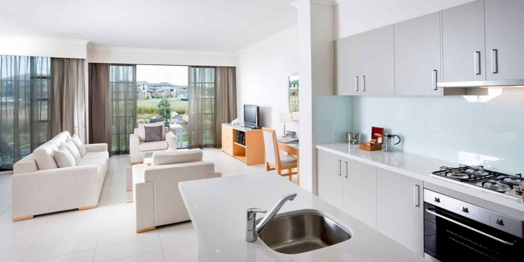 Open Plan Kitchen: Mercure Kooindah Waters