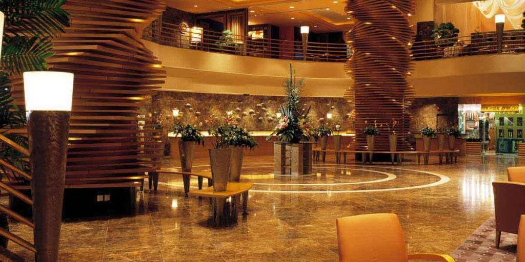 Lobby: Sofitel Saigon Plaza